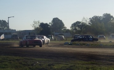 CRAS EN SALAZAR: Tarde gris para los pilotos de Urdampilleta