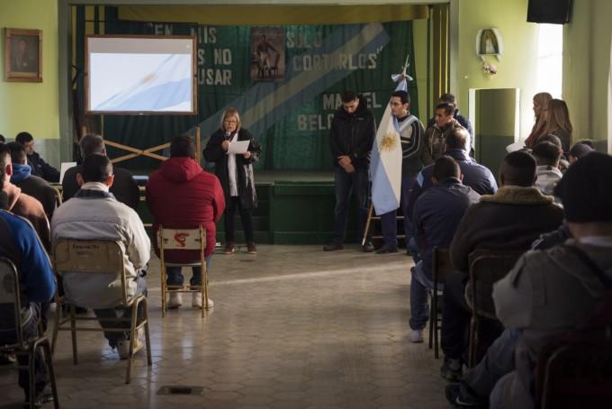 Servicio Penitenciario: Celebración del 'Día de la Bandera' en la EEM N°5'