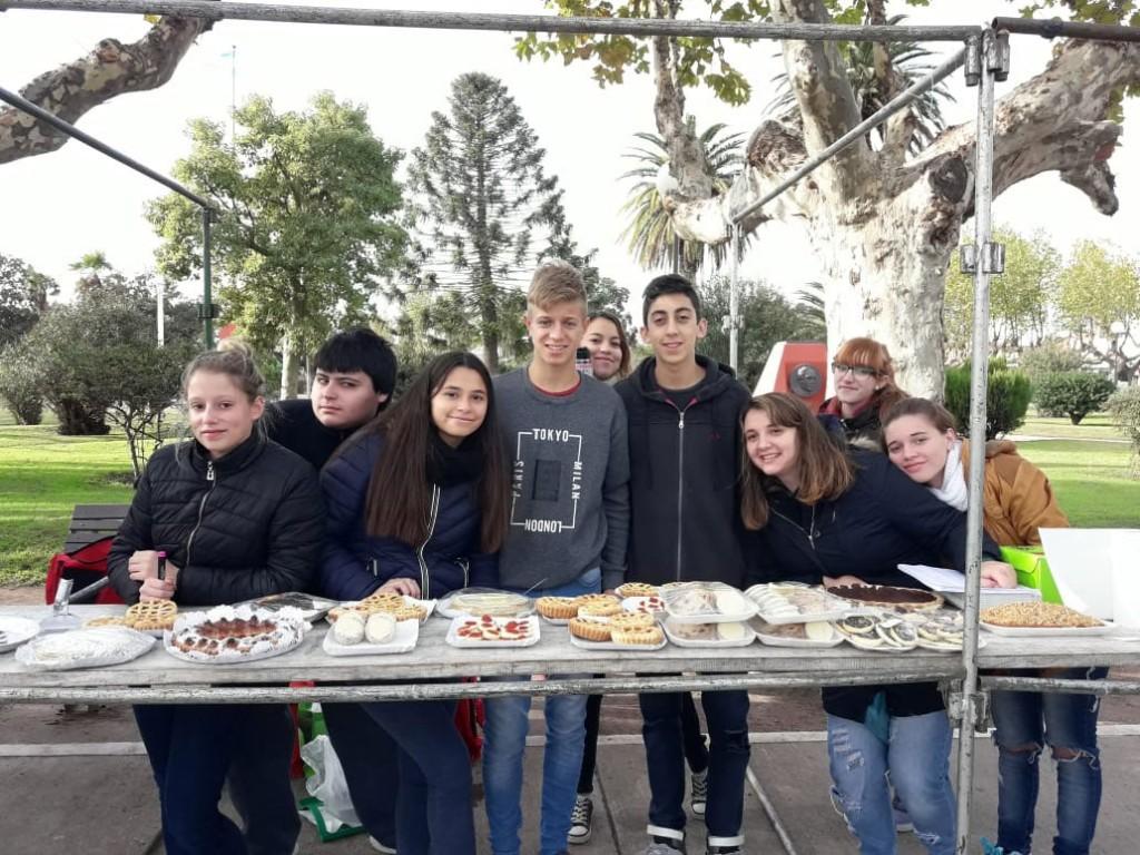 Alumnos de la ESU 3 realizaron una Feria del Plato en la Plaza San Martin