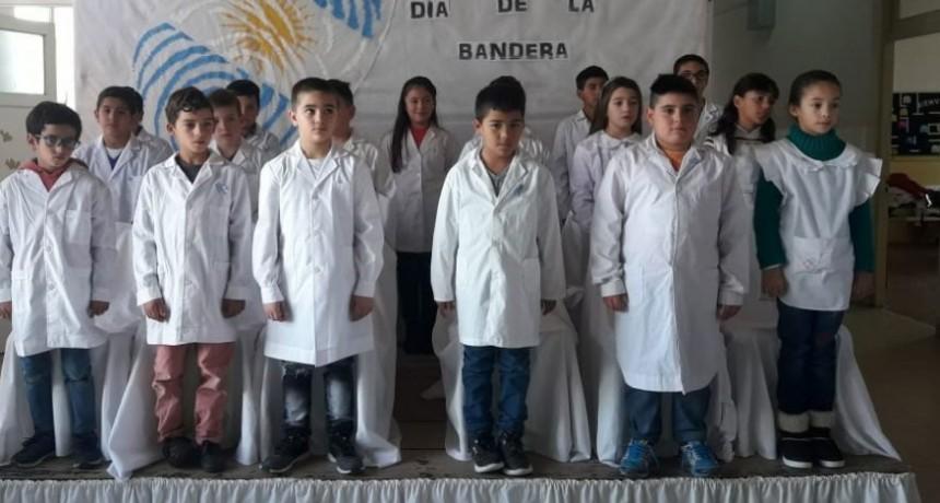 Alumnos de 4º año de la EP 22 prometieron lealtad a la Bandera