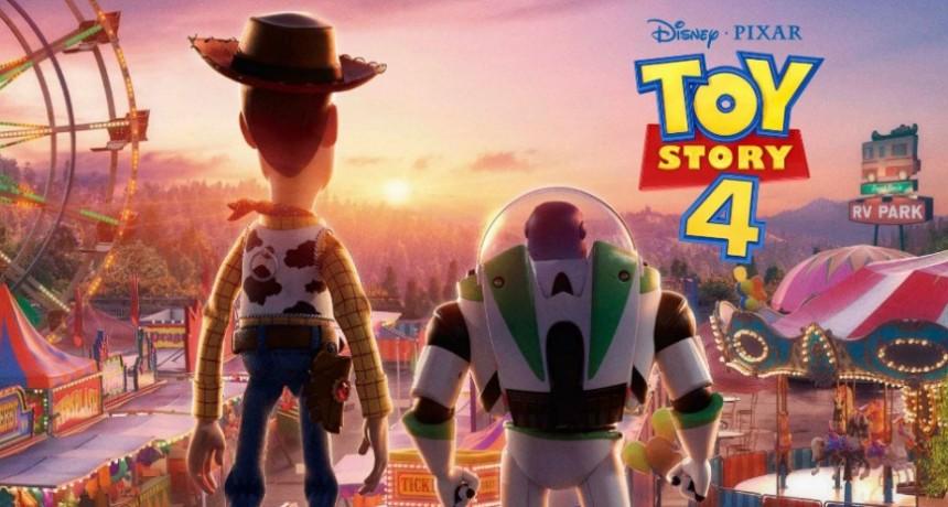 Toy Story 4 llegó para copar el Cine Avenida