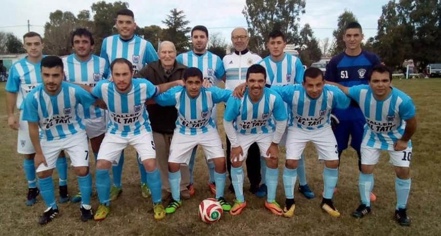 El clásico urdampilletense del futbol rural repartió puntos entre las divisiones