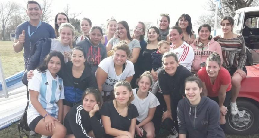Futbol Femenino del CAU en la previa del clásico del futbol rural