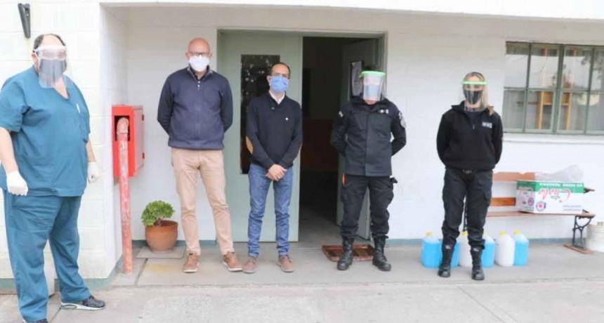 El Intendente de Bolívar entregó elementos de protección e higiene en la Unidad N° 17 de Urdampilleta