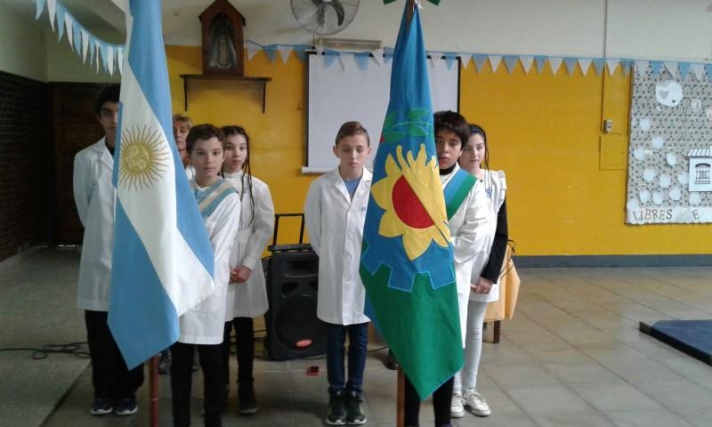 Escuela Primaria N°54: 'Desde la humilde cuna tucumana nos declararon libres de toda dominación'