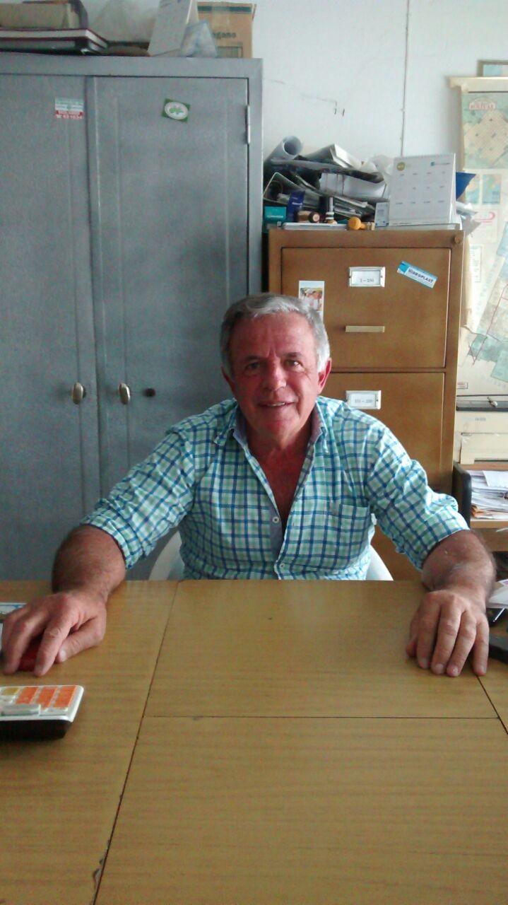 13 de julio: en el Dia del trabajador de la electricidad Oscar Asin visitó los estudios de la RU