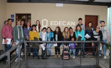 Un grupo de jóvenes visitó la empresa Edecan