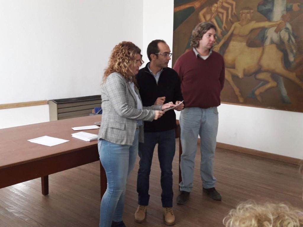"""Pisano entregó becas en Urdampilleta y Pirovano: """"Al país se lo saca adelante invirtiendo en educación y calidad educativa"""""""