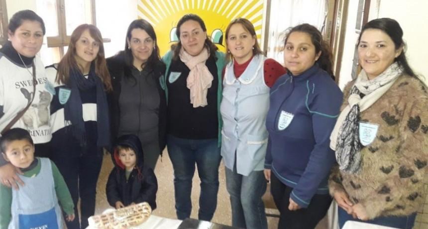 La Asociación Cooperadora del Jardín 902, organizó una nueva 'Feria del Plato'