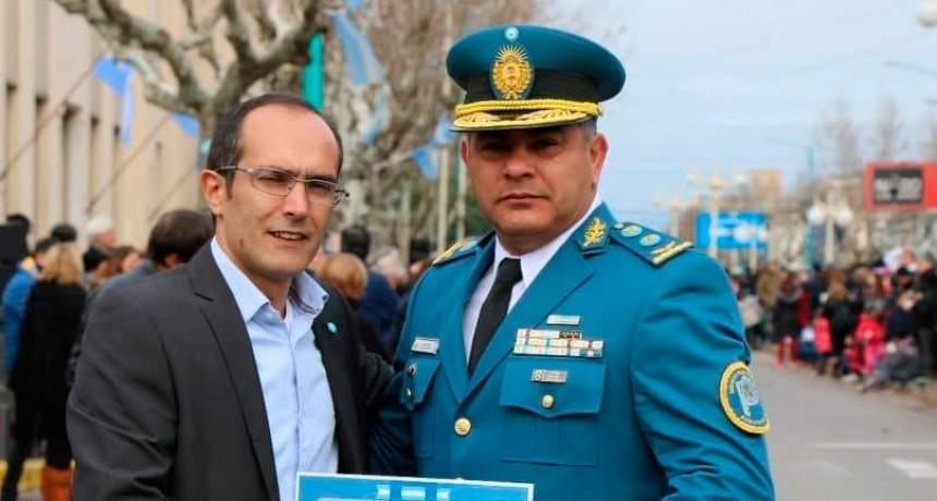 Javier Cáceres saludó al personal del servicio penitenciario en su día (fotos de archivo Radio Urdampilleta)