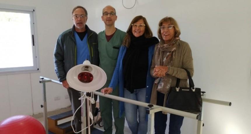 La Cooperadora del Juana G de Miguens hizo entrega de material para el sector de kinesiología
