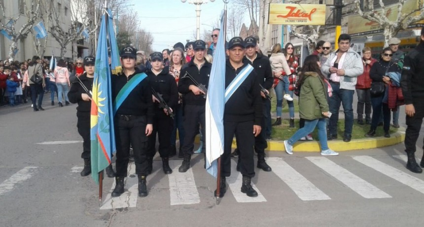 La Unidad N°17 participó en el acto central por el Día de la Independencia en Bolívar