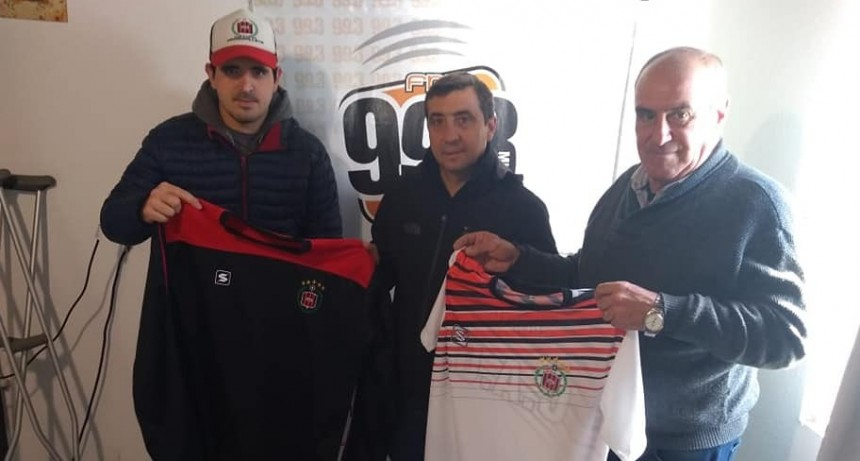 Jorge Martínez recibió el premio obtenido en la Copa Ciudad 2019