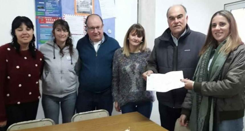 El Intendente Marcos Pisano entregó un importante subsidio a la EES N.º 3