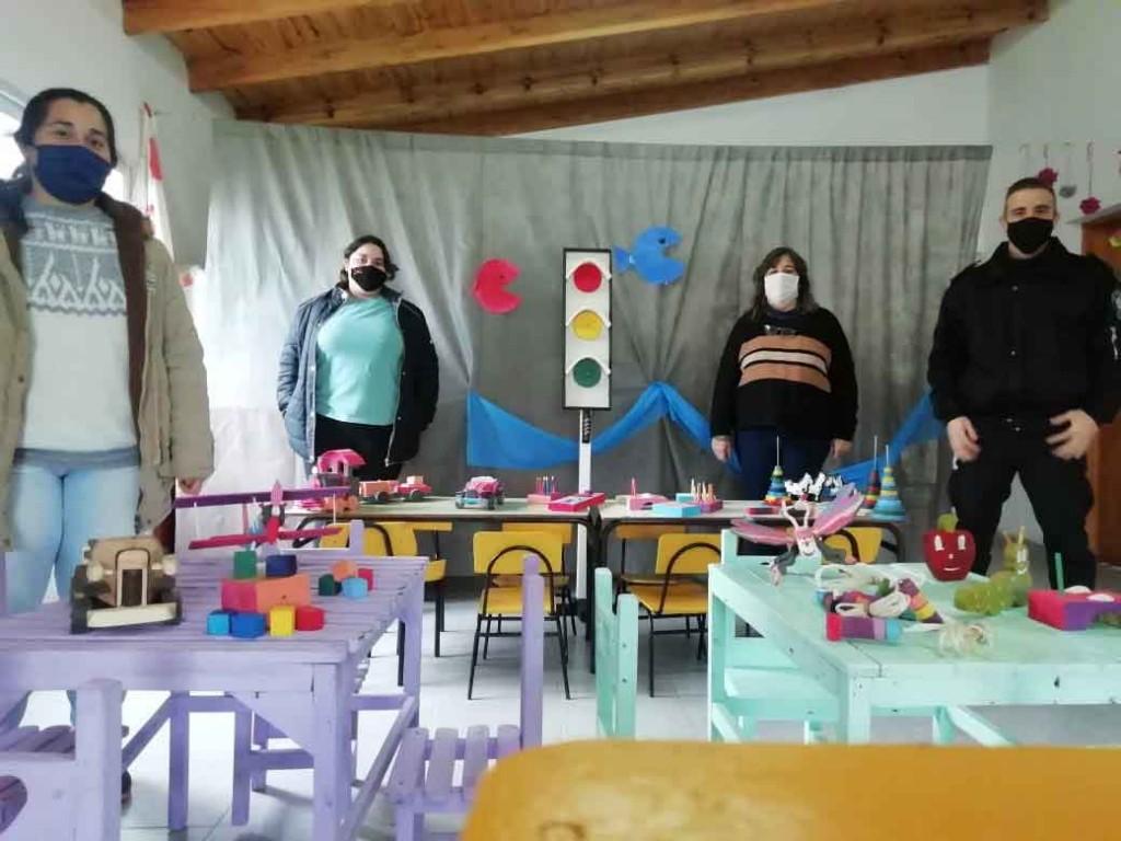 Desde una de las cárceles de General Alvear elaboraron juegos didácticos y juguetes para un Jardín de Infantes