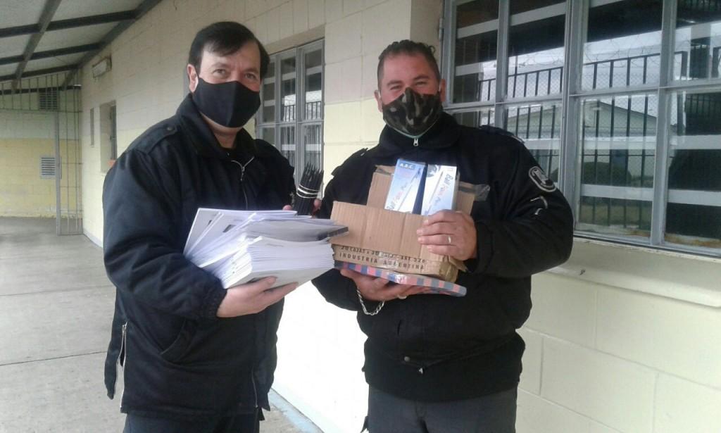Internos alojados en la Unidad Nº 17 recibieron cuadernillos educativos