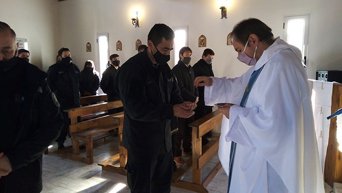 """Día del Agente Penitenciario: En la Capilla """"San José"""" se celebró una misa oficiada por el Padre Mauricio Scoltore"""