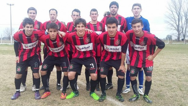 Tercera División: Empleados e Independiente adentro del Petit y Atlético con una luz de esperanza