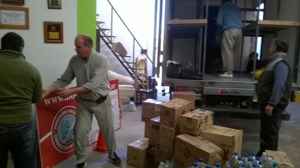 Bomberos de Urdampilleta: entregaron las donaciones para los inundados de la región