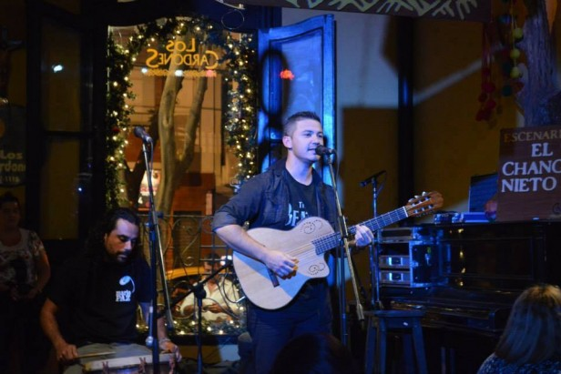 Continúan las clases de guitarra y canto en Recalde por medio de la actividad de 'Proyectar por los Pueblos'