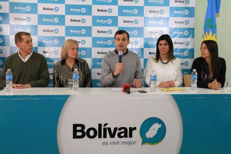 El Intendente Bucca encabezó un acto de firma de escrituras para 56 familias
