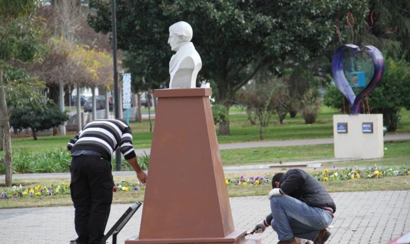 Bolívar: Se lleva a cabo un trabajo de restauración de monumentos