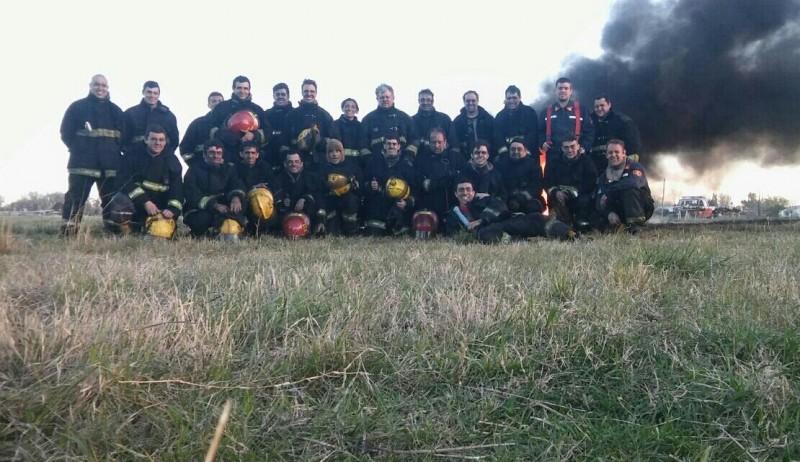Bomberos Voluntarios: Capacitación general en incendios forestales y bautismo de fuego