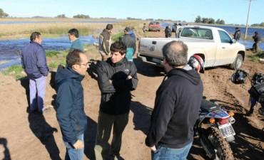 Pisano recorrió Ibarra y junto a vial, asistieron a las familias aisladas por el agua