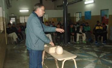 Curso de RCP y primeros auxilios para internos y personal de la Unidad Nº17