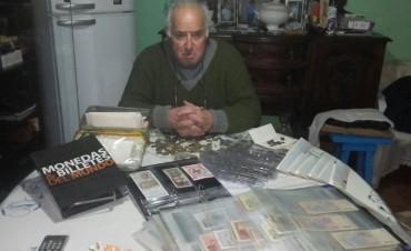 Antonio Crespo presentó en 'Radio Urdampilleta', sus colecciones de billetes, monedas y medallas