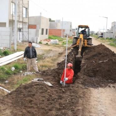 Se están conectando los últimos metros de cloacas en Barrio Pompeya