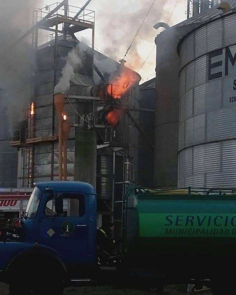 Bomberos de Henderson: Incendio en Planta de Silo Coop El Progreso