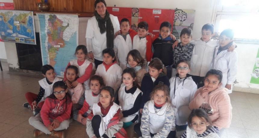 Alumnos de 2º Año de la EP 22 presentaron el proyecto 'Grecia en el Aula'