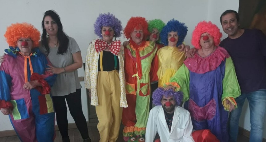 El grupo de Teatro de Adultos Mayores presentó Payasos en Peligro