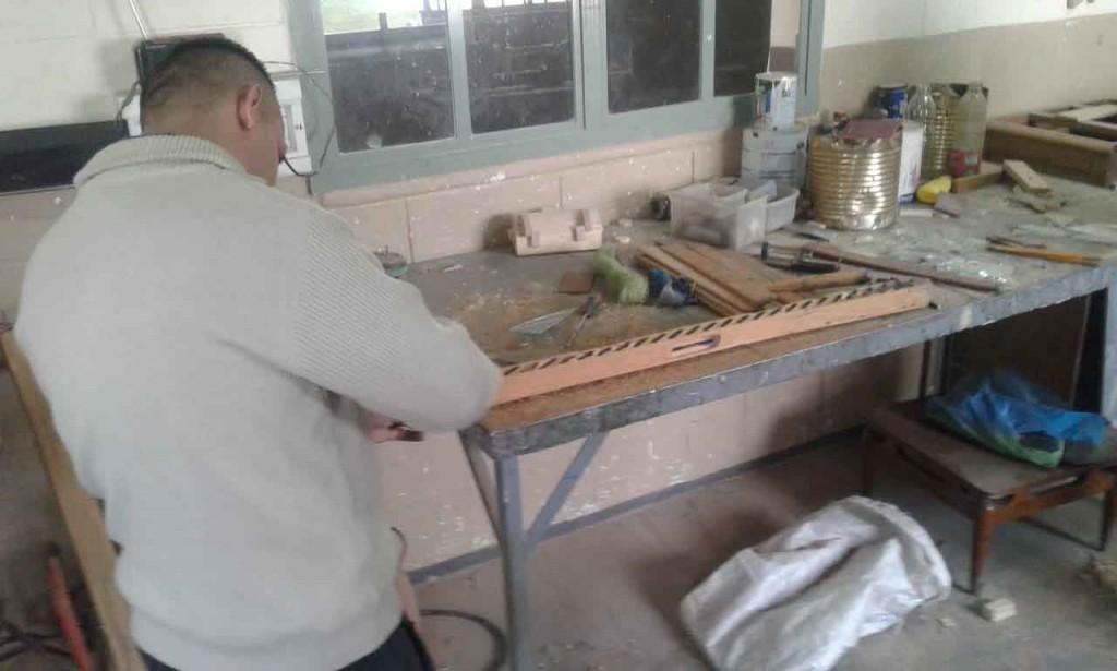Unidad Nº17: Internos restauraron ventanas de la Casa hogar