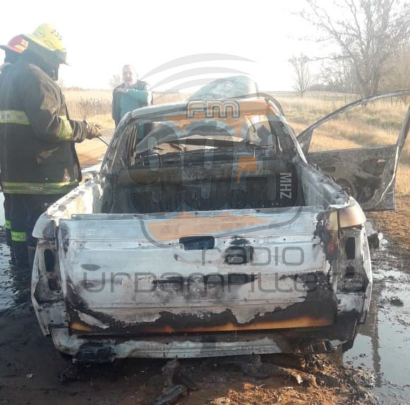 Se incendió una camioneta camino al Veterano