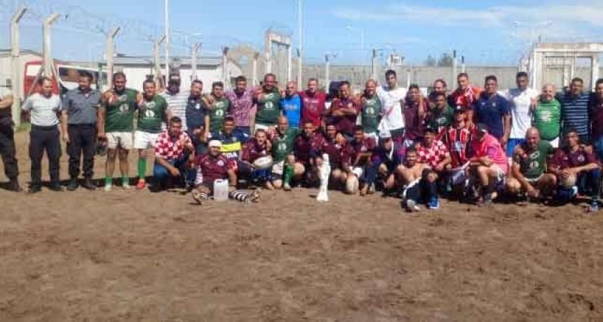 Los 'Indios Rugby' donaron indumentaria al equipo de rugby de la Unidad Nº 17