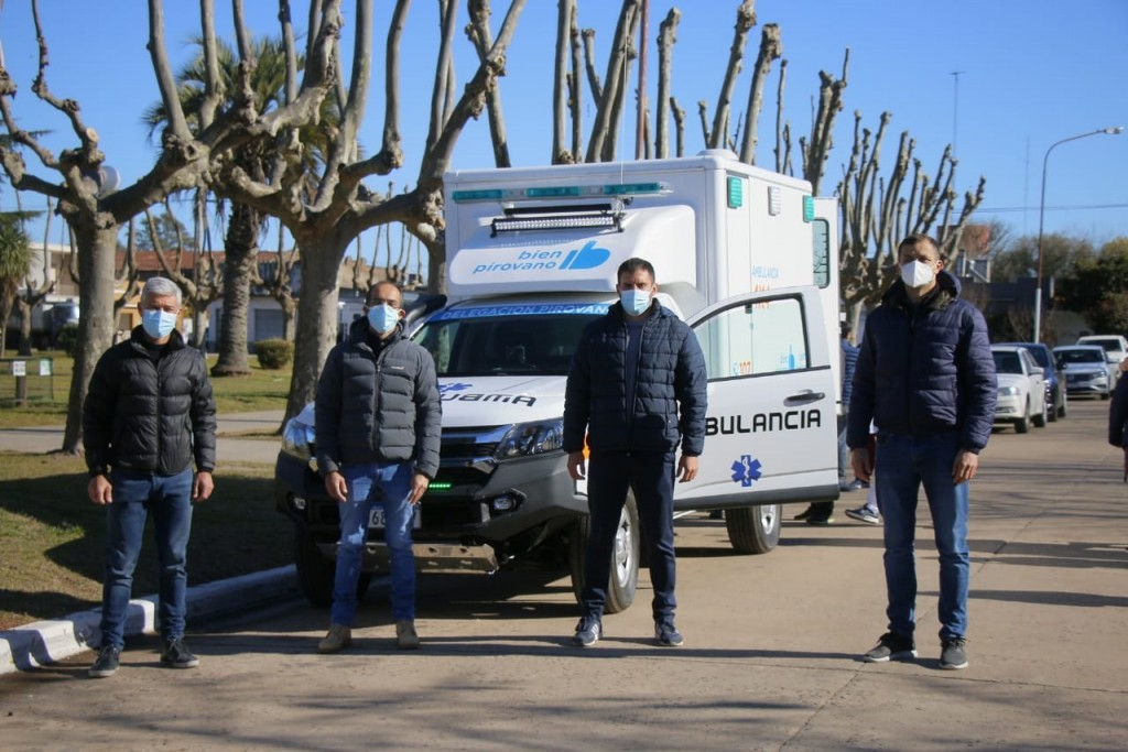 Pirovano: Pisano entregó una ambulancia doble tracción