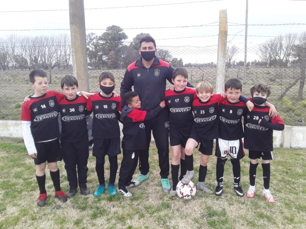 """Claudio Zalazar: """"Los chicos tenían muchas ganas de jugar y lo están disfrutando"""""""