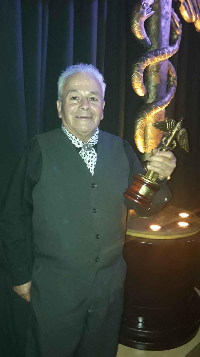 Oscar Cardoso recibió el premio 'Caduceo a la Trayectoria'
