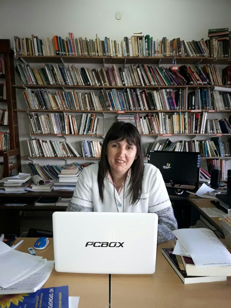 Día del Bibliotecario: Claudia Bustamante dialogó con el móvil de la RU