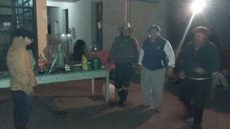 Los gauchos peregrinos de 'Guitarra y Tradicion', a pesar del agua continúan su viaje a Luján