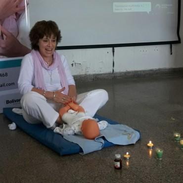 Gladys Adrover: 'El masaje infantil es relajante y contribuye al contacto nutritivo entre la madre y su bebe'