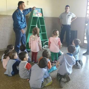 Jardín 902: Donaron una biblioteca didáctica construida por internos