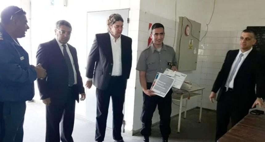 UP 17: Entregaron certificado de habilitación a la panadería que funciona en la Unidad 17