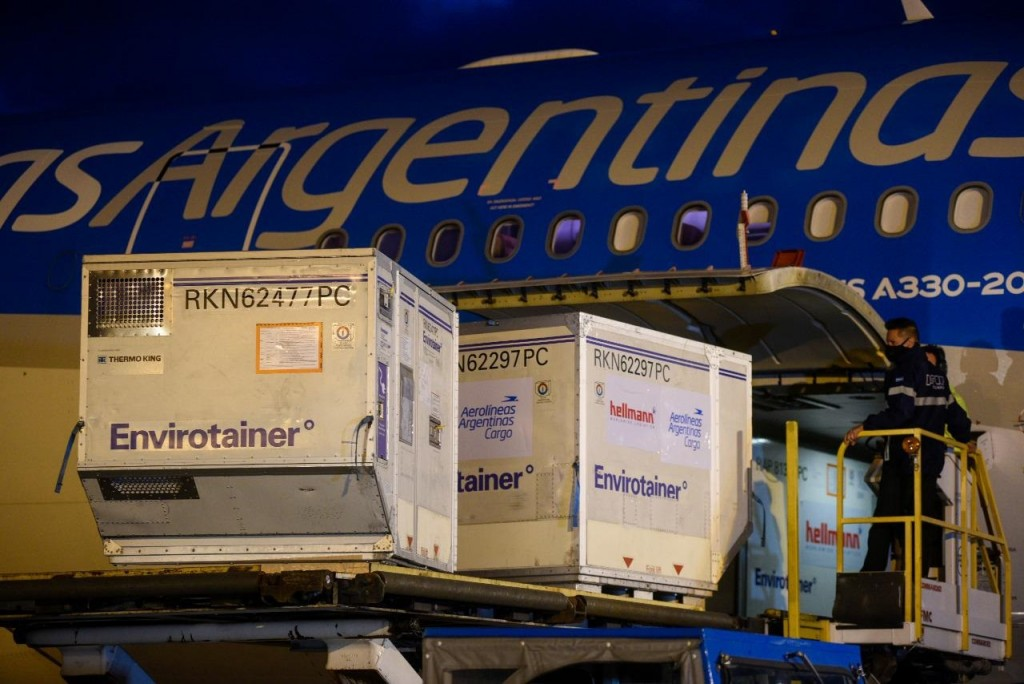 Llegó un nuevo cargamento con 570.000 dosis Sinopharm y la Argentina ya recibió más de 55 millones de vacunas