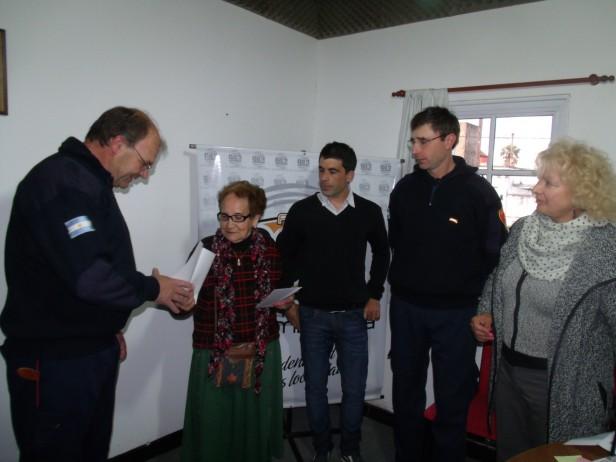 Se entregó un subsidio para Bomberos Voluntarios de Urdampilleta