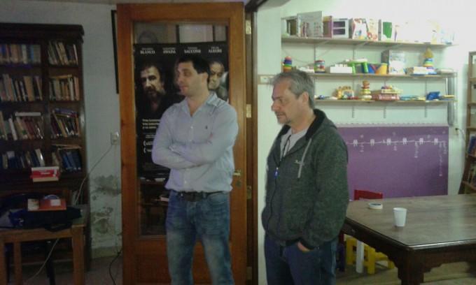 'Una Mujer Sucede': El escritor Luis Lozano visitó Urdampilleta en la Biblioteca Popular Sarmiento