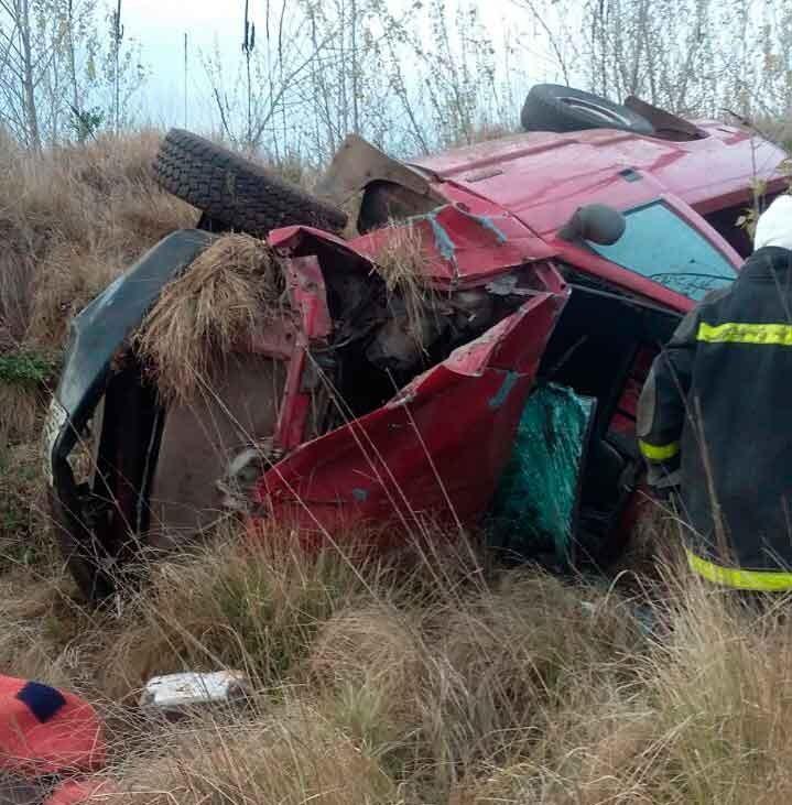 Accidente Ruta 65: Dos vehículos de rozaron y uno de ellos terminó volcando violentamente