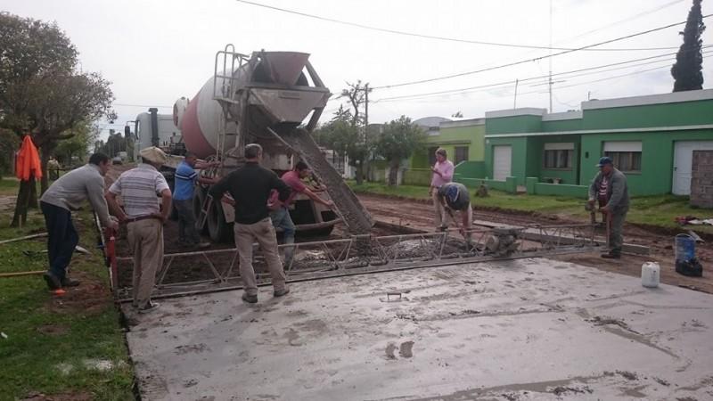 Se comenzó con la extensión de pavimento en la Avenida San Martín